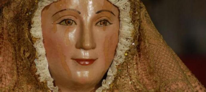 Los estrenos de la Virgen de los Reyes-Todos los estrenos de la Virgen de los Reyes La corona y el sill�n de besamanos adem�s de los varales del palio, han sido restaurados.