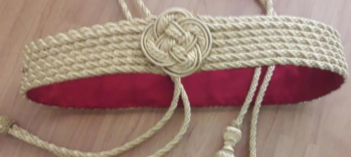 Cingulo y Cinturon en oro con borlas de Bellotas.-Cingulo y cinturon forrado en oro entrefino.