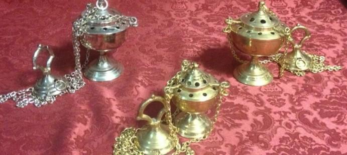 Incensarios-Disponibles en dorado y plateado.